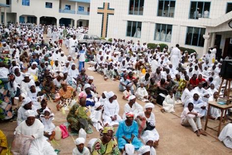 croisade+à+léglise+du+christianisme+celeste joel koukoui C&S Church Pastor Rapés Woman During Deliverance In Lagos